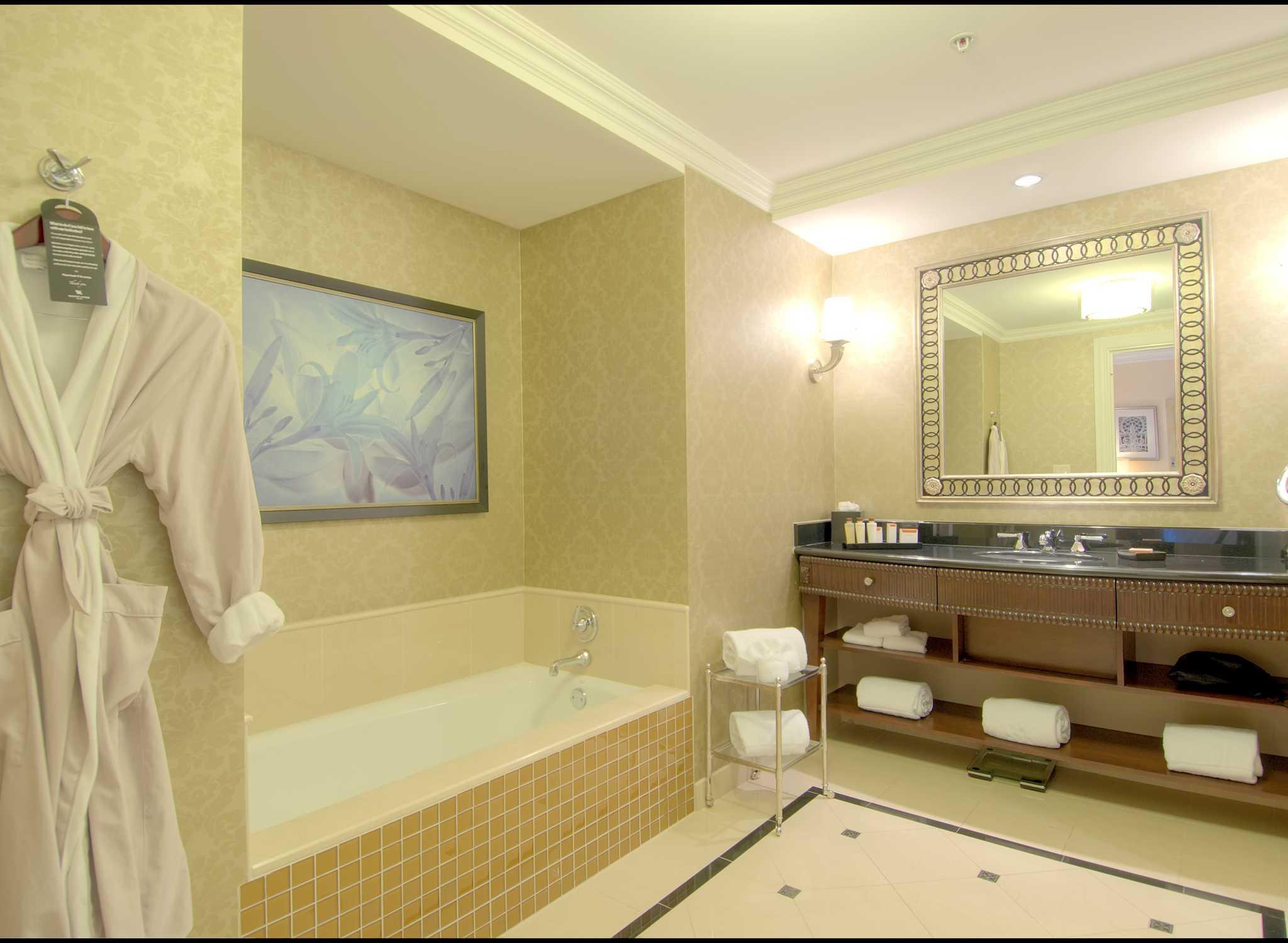 #9A7E31 Hotel Waldorf Astoria Orlando Florida EUA – Banheiro Standard 2048x1500 px Banheiro Luxo Eventos 2837