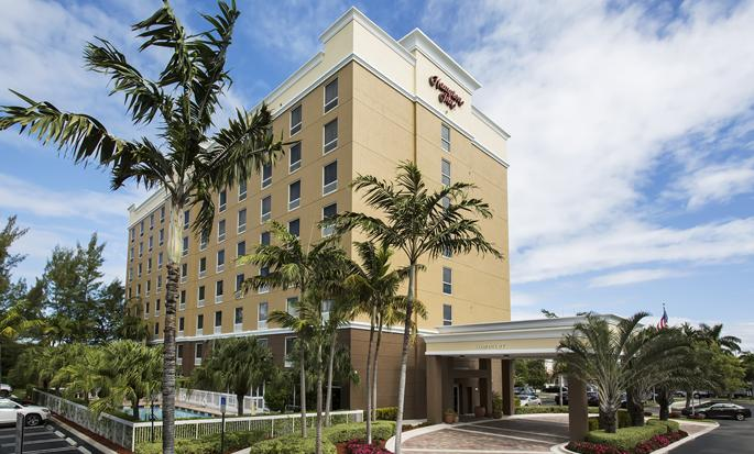Hampton Inn Hallandale Beach-Aventura, Flórida - Exterior do hotel