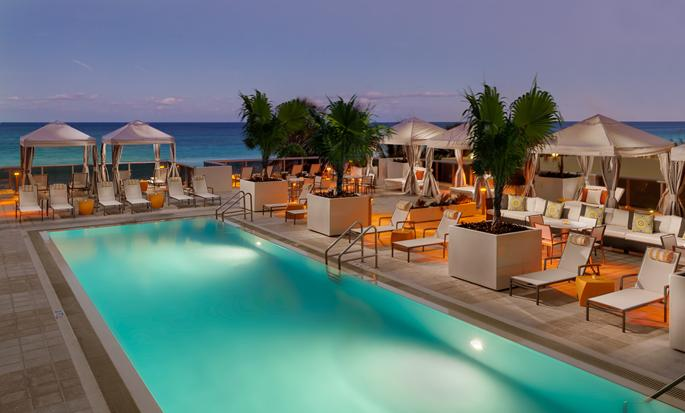 Hilton Cabana Miami Beach Hotel - Outdoor pool