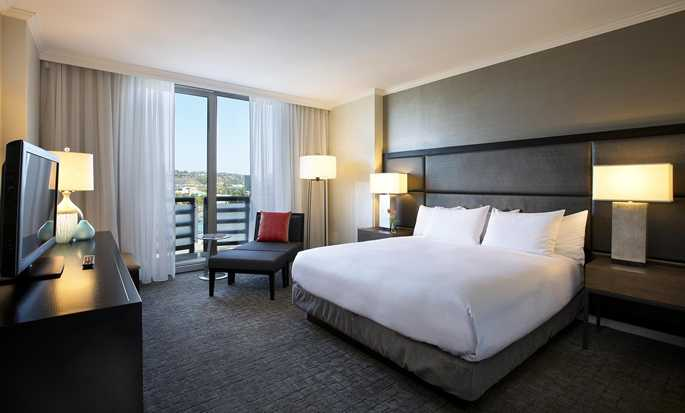 DoubleTree by Hilton Hotel San Diego - Mission Valley, California - King guestroom